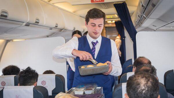 Репортер Sputnik решил испытать свои силы в роли стюарда пассажирского самолета - Sputnik Грузия