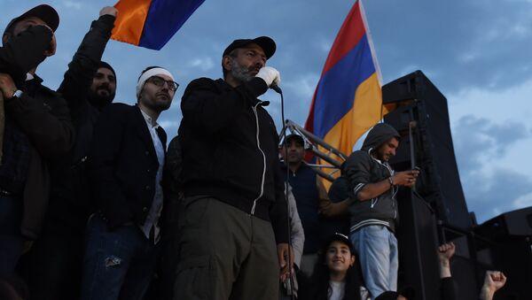 Митинг в Ереване в связи с отставкой С. Саргсяна - Sputnik Грузия