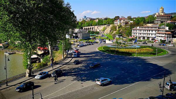 Вид на центр города Тбилиси и площадь Европы в солнечный день - Sputnik Грузия