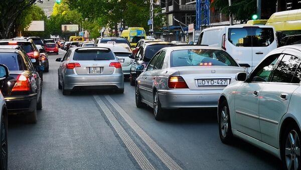 Пробка из машин на улице  - Sputnik Грузия