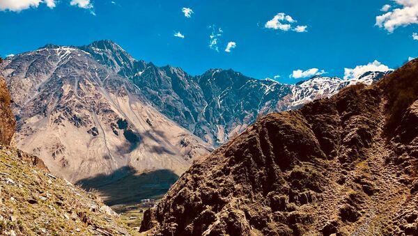 Казбегский район - вид на горы Кавказа и Крестовый перевал - Sputnik Грузия