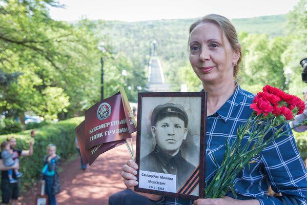 Сохранение памяти о своих дедах и прадедах, воевавших в годы ВОВ, важно для людей. Они охотно рассказывают журналистам свои истории - Sputnik Грузия