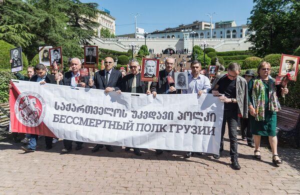 Но их потомки хранят память о тех, кто сражался и погиб в годы Великой Отечественной войны, чтобы спасти мир от угрозы фашизма - Sputnik Грузия