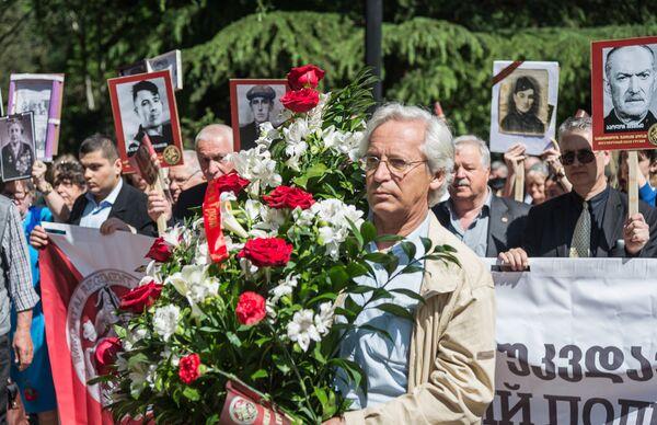 Акция Бессмертный полк проходит в Грузии в течение последних лет и постепенно собирает все больше людей - Sputnik Грузия