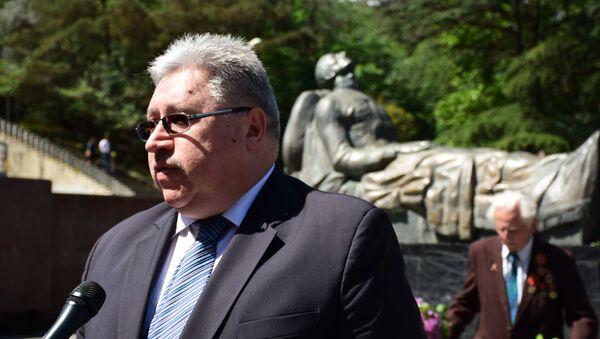 Глава Секции интересов РФ при Посольстве Швейцарии в Грузии Евгений Конышев в парке Ваке - Sputnik Грузия