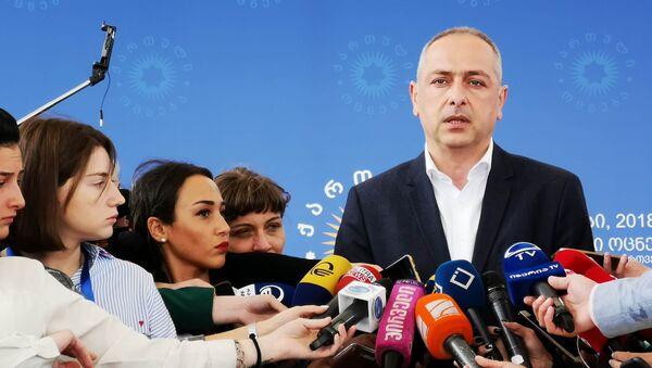 Депутат парламента Грузии Ираклий Сесиашвили дает интервью журналистам - Sputnik Грузия