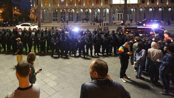Спецназ и полиция у здания парламента Грузии на проспекте Руставели - Sputnik Грузия