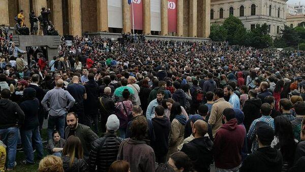 Акция протеста в Тбилиси - молодежь опротестовывает спецоперацию в ночных клубах - Sputnik Грузия