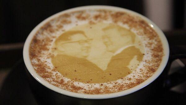 Лидеров Корей стали изображать вместе на кофейной пенке - Sputnik Грузия