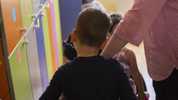 Маленький мальчик в одном из детских садов - Sputnik Грузия