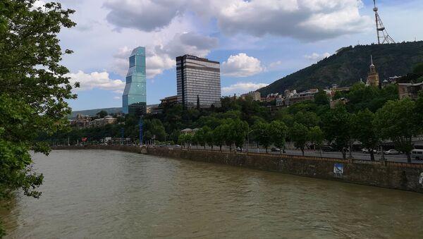 Вид на город Тбилиси - набережная Куры и Мтацминда - Sputnik Грузия