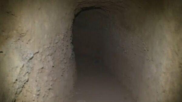 Тоннели со складами оружия боевиков нашли в сирийском Хомсе - Sputnik Грузия