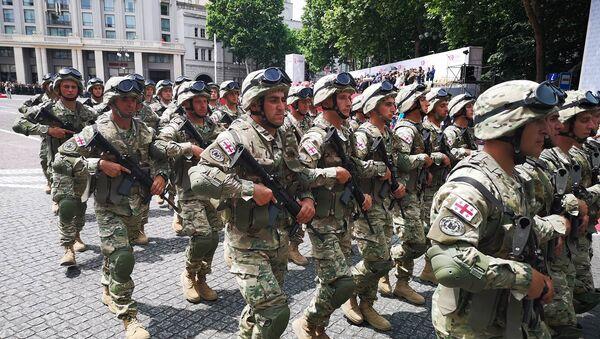 Грузинская армия на площади Свободы в День Независимости Грузии - Sputnik Грузия
