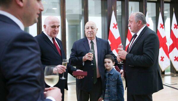 საქართველოს პრეზიდენტმა  ყოფილი საგარეო საქმეთა მინისტრები ბრწყინვალების ორდენით დააჯილდოვა - Sputnik საქართველო