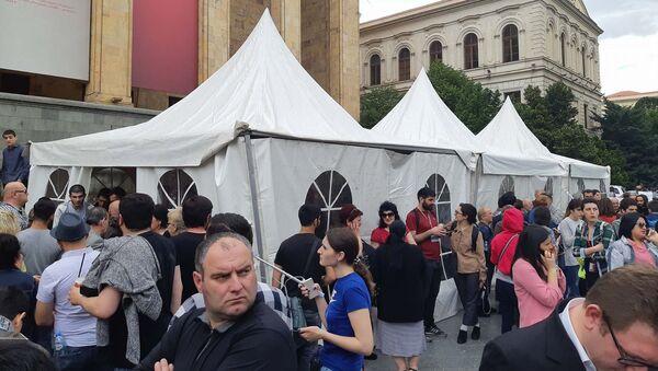 Многотысячная акция протеста на проспекте Руставели у здания парламента - Sputnik Грузия