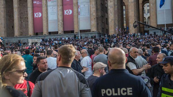 Акция протеста у здания парламента Грузии на проспекте Руставели - Sputnik Грузия