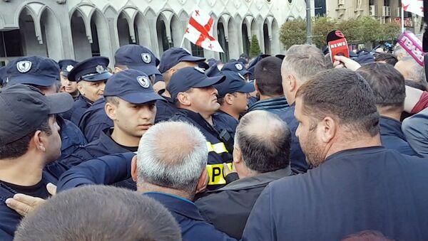 """Митингующие """"подвинули"""" полицию на проспекте Руставели - Sputnik Грузия"""
