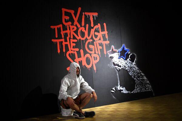 Выставка известного стрит-арт художника Бэнкси, личность которого точно до сих пор не установлена, проходит в Центральном доме художника в Москве - Sputnik Грузия