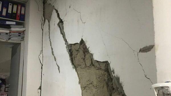 მიწისძვრის შედეგად დაზიანებული შენობა - Sputnik საქართველო
