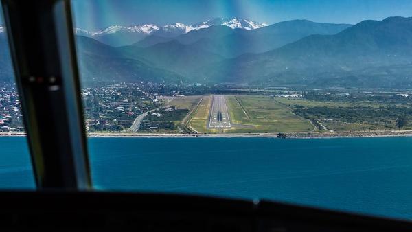 взлетно-посадочная полоса Батумского аэропорта - Sputnik Грузия