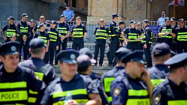 Полиция на акции протеста у парламента - Sputnik Грузия