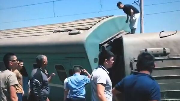 Пассажирский поезд сошел с рельсов в Казахстане. Кадры с места ЧП - Sputnik Грузия