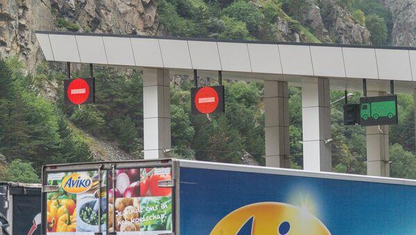 КПП Казбеги граница досмотр Грузия - Sputnik Грузия