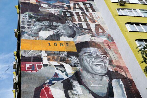 Граффити с изображением игрока сборной Бразилии Эдсона Арантиса ду Насименту (Пеле), посвященное чемпионату мира по футболу ФИФА-2018 в Самаре - Sputnik Грузия