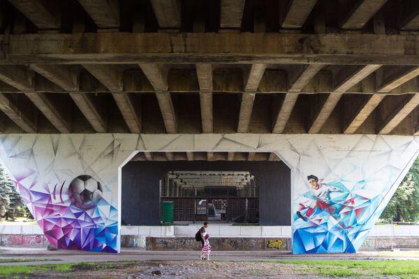 Тематические граффити в Калининграде появились на различных объектах, в том числе и под эстакадным мостом - Sputnik Грузия