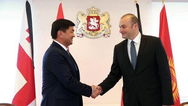 Премьер-министры Кыргызстана и Грузии Мухаммедкалый Абылгазиев и Мамука Бахтадзе - Sputnik Грузия