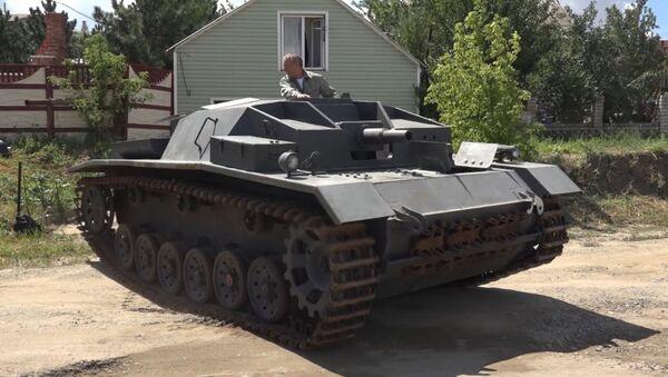 Умелец из Волгограда воссоздал немецкую самоходку StuG III - Sputnik Грузия