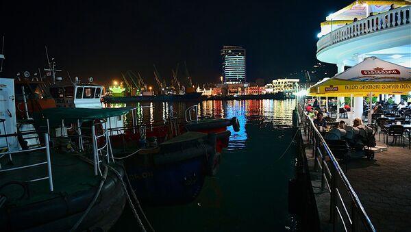 Ночной вид на порт города Батуми - Sputnik Грузия