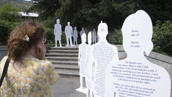 Публичная арт-инсталляция у метро Руставели против трафикинга - Sputnik Грузия