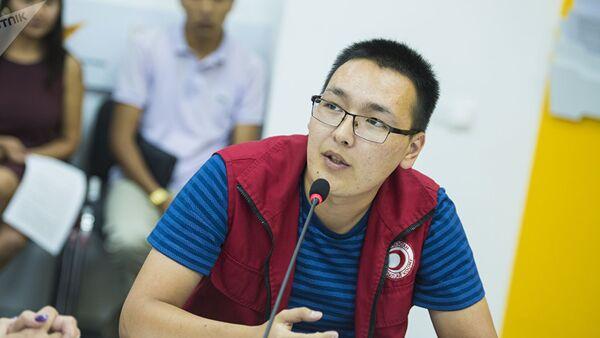 Тренер по первой помощи национального общества Красного Полумесяца Кыргызстана Атай Ибраев - Sputnik Грузия