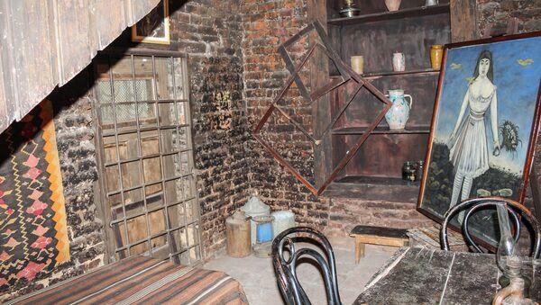 Интерьер комнаты, в которой жил стесненный в деньгах Никала - Sputnik Грузия