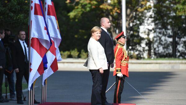Ангел Меркель приветствуют в столице Грузии - Sputnik Грузия