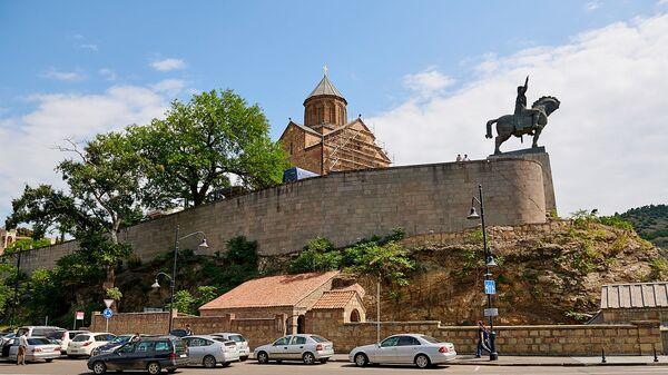 Виды Тбилиси - памятник царю Вахтангу Горгасали и Метехская церковь - Sputnik Грузия
