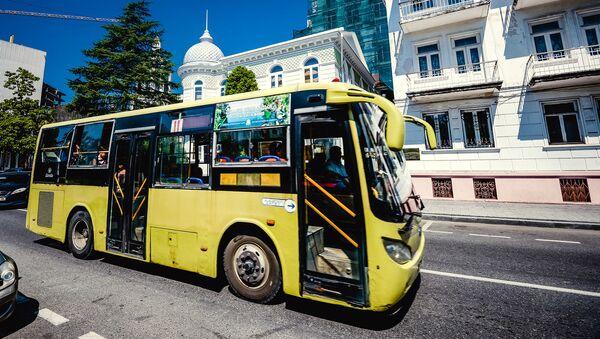 Автобус на обной из улиц Батуми - Sputnik Грузия
