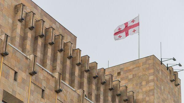 Флаг над зданием правительственной администрации Грузии - Sputnik Грузия
