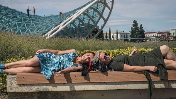 ტურისტები თბილისის პარკში - Sputnik საქართველო