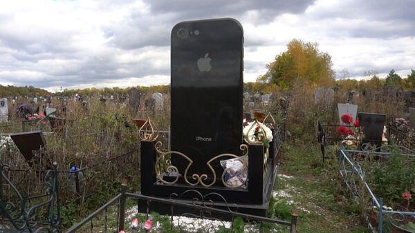 Надгробие в виде айфона - Sputnik Грузия