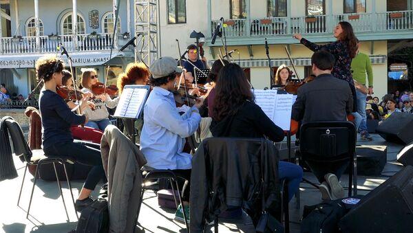 Когда каждый может управлять оркестром: сюрприз на Тбилисоба - Sputnik Грузия