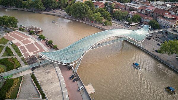 Вид на Тбилиси - набережная Куры и мост Мира - Sputnik Грузия