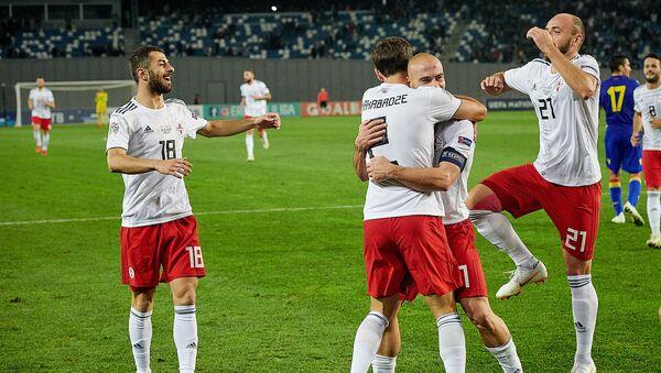 Матч между сборными Грузии и Андорры по футболу - Джаба Канкава и грузинские игроки празднуют третий забитый гол - Sputnik Грузия