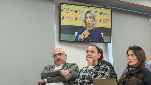 Видеомост: Москва - Тбилиси с Марией Захаровой - Sputnik Грузия
