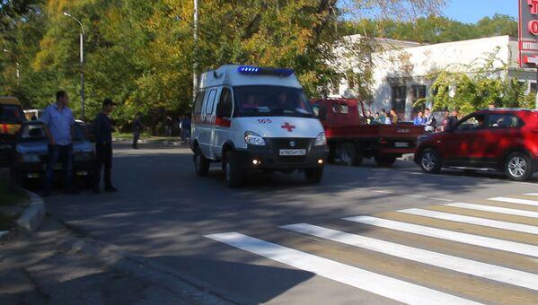 На месте происшествия работают бригады скорой медицинской помощи - Sputnik Грузия