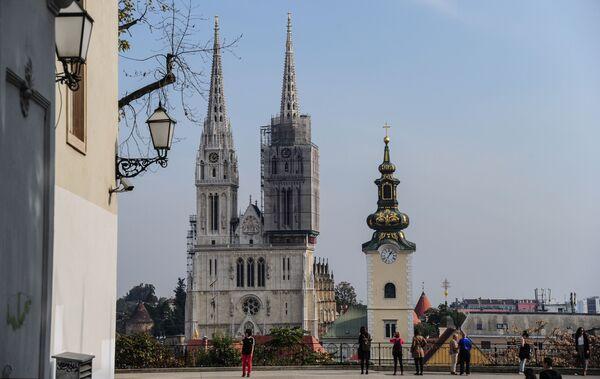 Первый Загребский собор был построен в 1093 году. О том здании мало что известно, так как в 1242 году оно было разрушено монголами. После того, как храм заново отстроили, его укрепили крепостной стеной и башнями - Sputnik Грузия