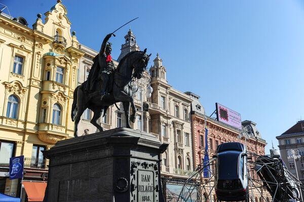 Площадь имени Бана Йосипа Елачича можно назвать сердцем Загреба. Сокращенно ее называют площадь Бана Елачича. На ней в 1866 году был установлен памятник известного австрийского полководца хорватского происхождения работы австрийского скульптора Антона Фернкорна - Sputnik Грузия