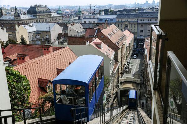 Загребский фуникулер – старейший городской общественный транспорт и известная достопримечательность Загреба, пользующаяся большой популярностью у местных жителей и туристов - Sputnik Грузия