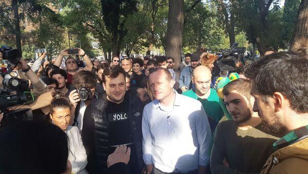 В парке Дэдаэна собрались сторонники  легализации марихуаны - Sputnik Грузия